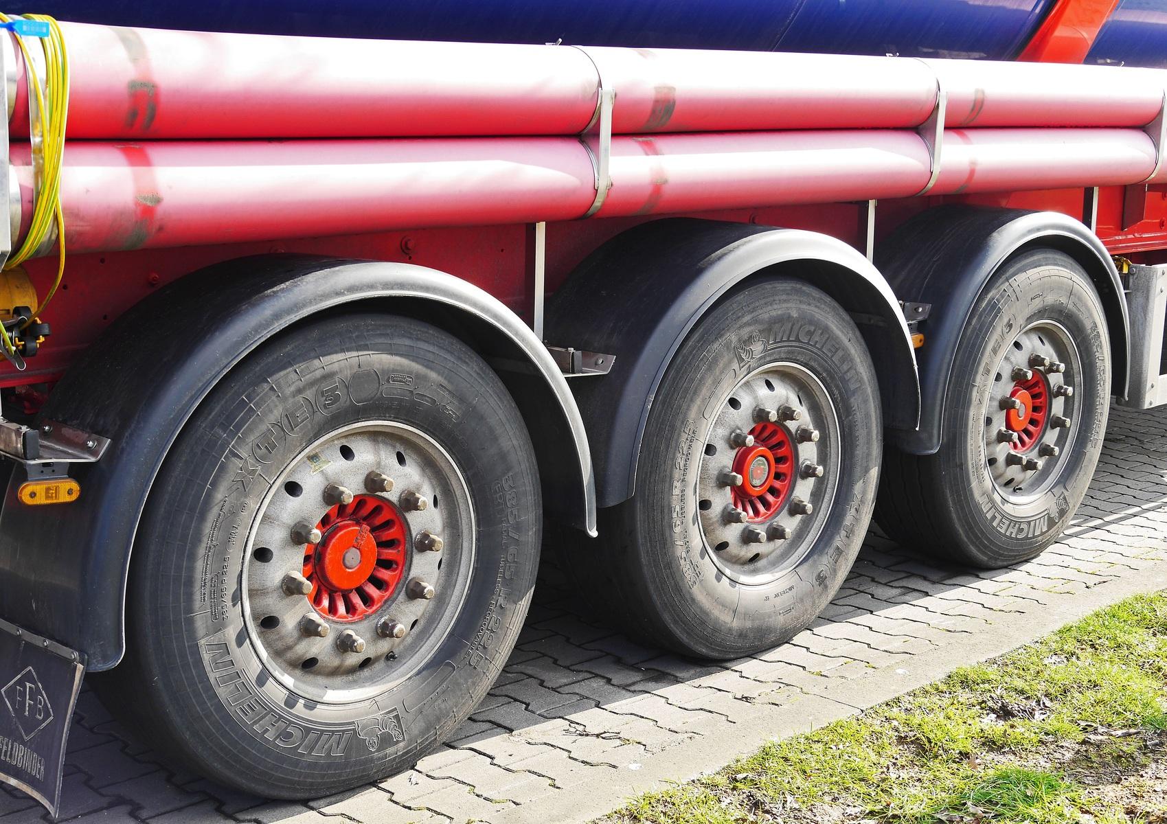 Caminhão pipa: O que é, pra que serve, como ele funciona?